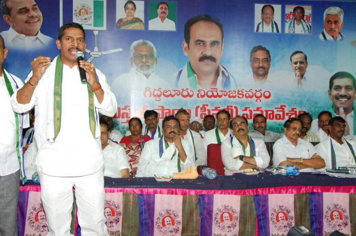 IV Reddy demands Bharat Ratna for YSR