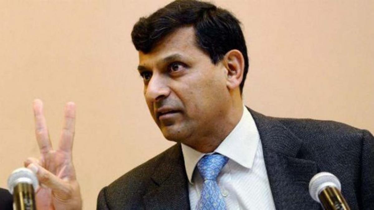 Raghuram Rajan calls on DEA Secretary; discusses macro issues