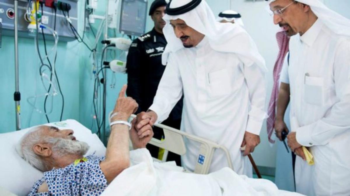 Saudi king visits crane collapse site in Makkah