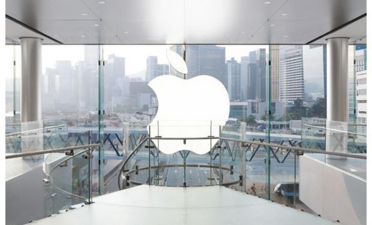 Apple ups hiring, but faces obstacles to making phones smarter