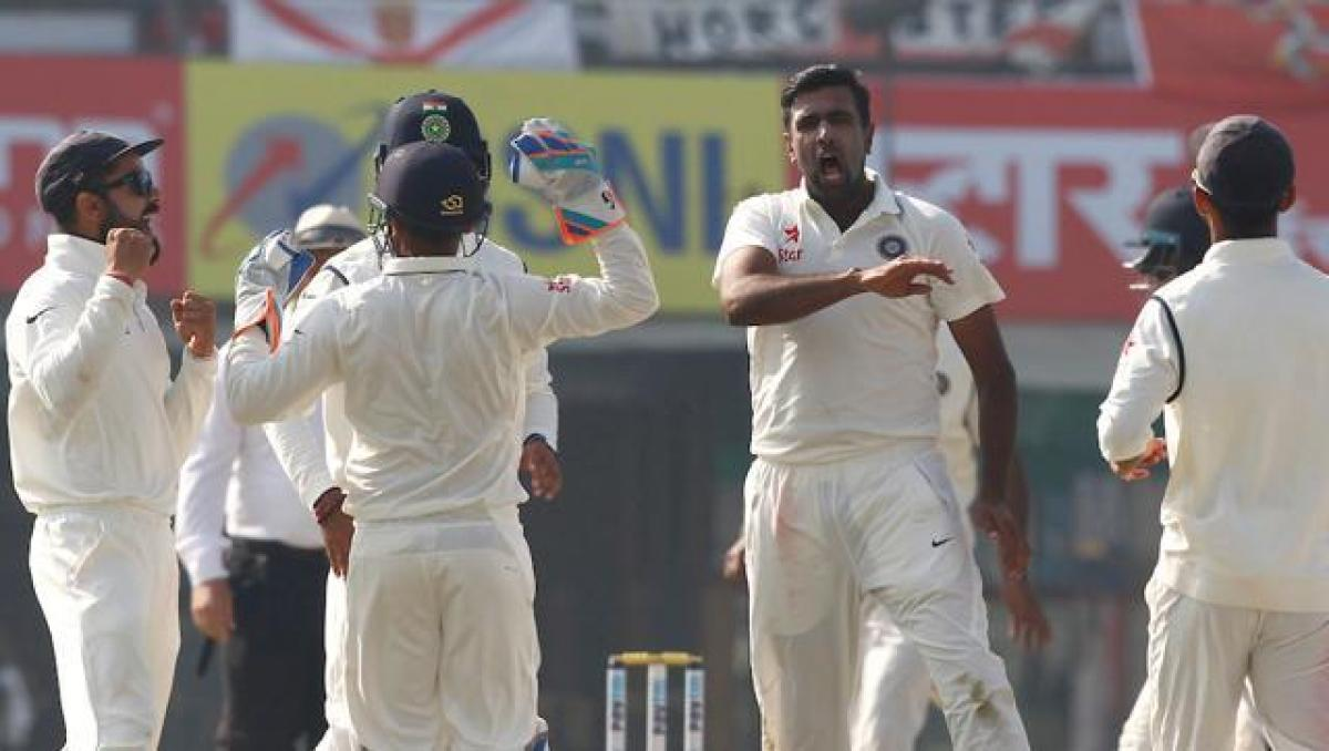 India dismisses England top order, score 92/4 at lunch on Day 1