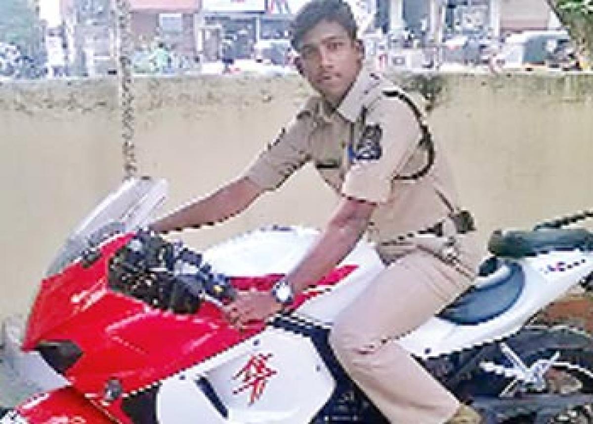 Constable dies while saving pilgrims