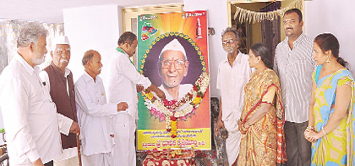 Support family of late Bhupathi Krishna Murthy, Srihari tells State govt