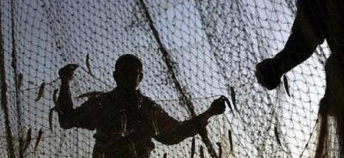 Sri Lankan Navy arrests 10 Indian fishermen