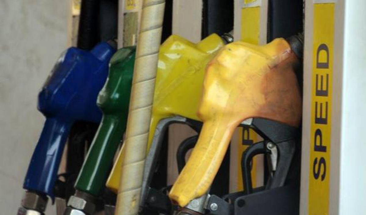 Petrol Bunk dealers to strike over service charges