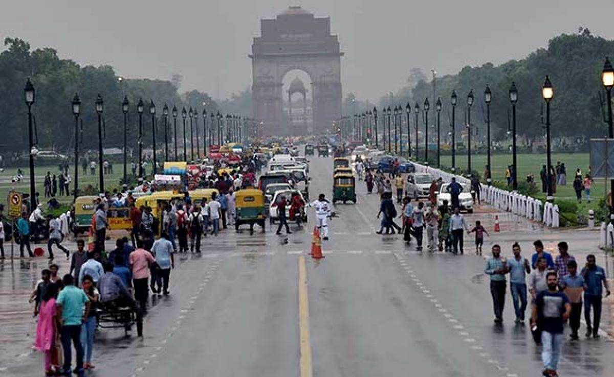 Drizzles on Thursday morning in Delhi