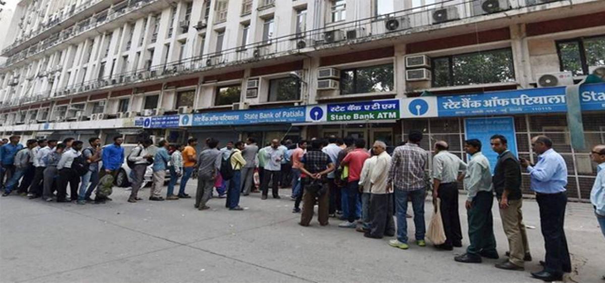 Serpentine queues still continue