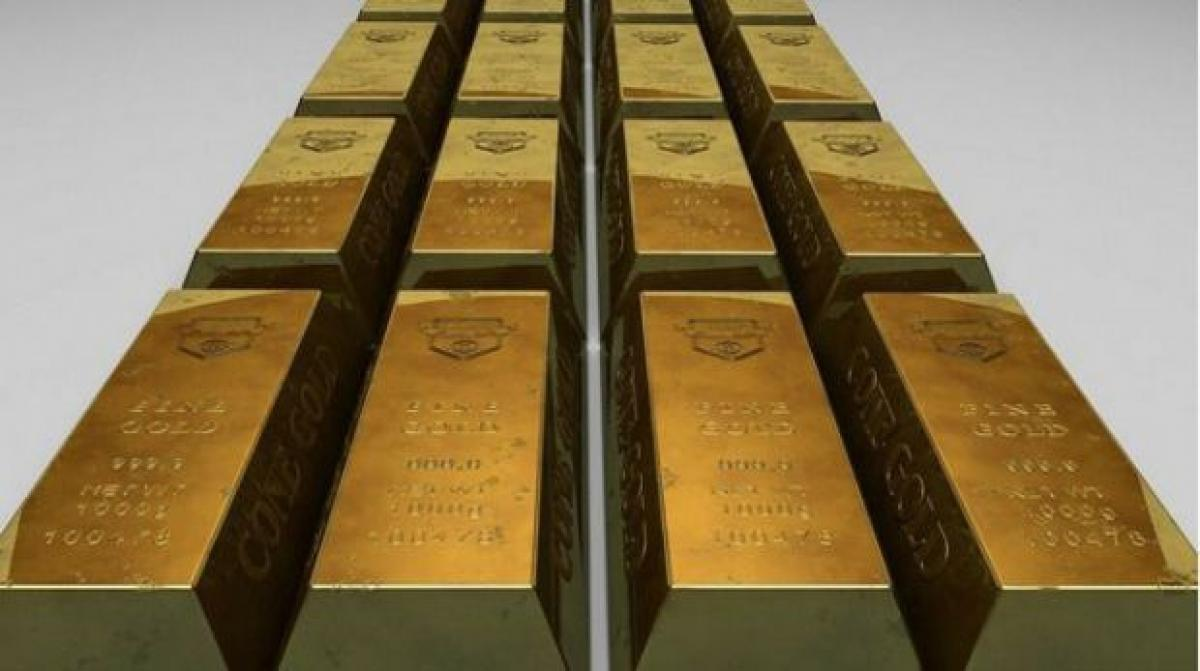 Gold tops Rs 26,000 mark, climbs Rs 430 tracking global trend