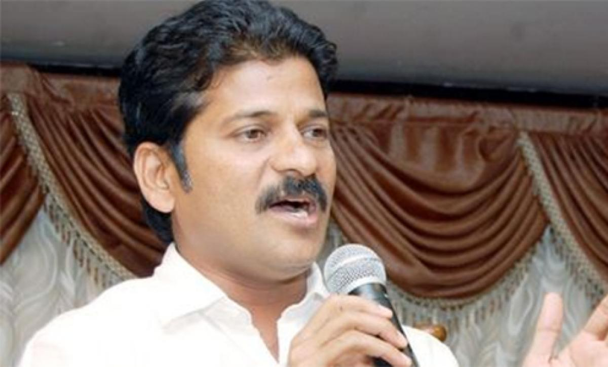 Revanth Reddy extends support to protesting students at Osmania University
