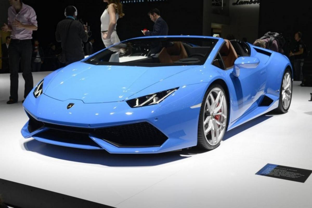 Lamborghini Huracan Spyder accelerate from rest to 200kmph in 10 seconds