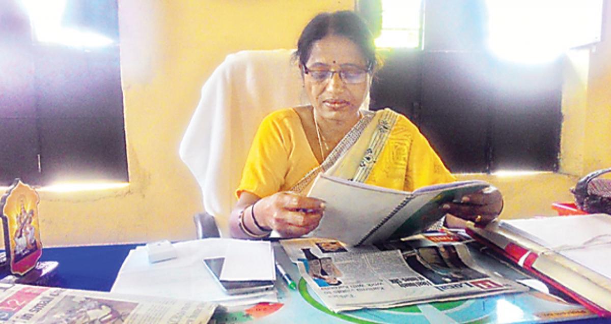 Focus on school education: DEO Praneetha