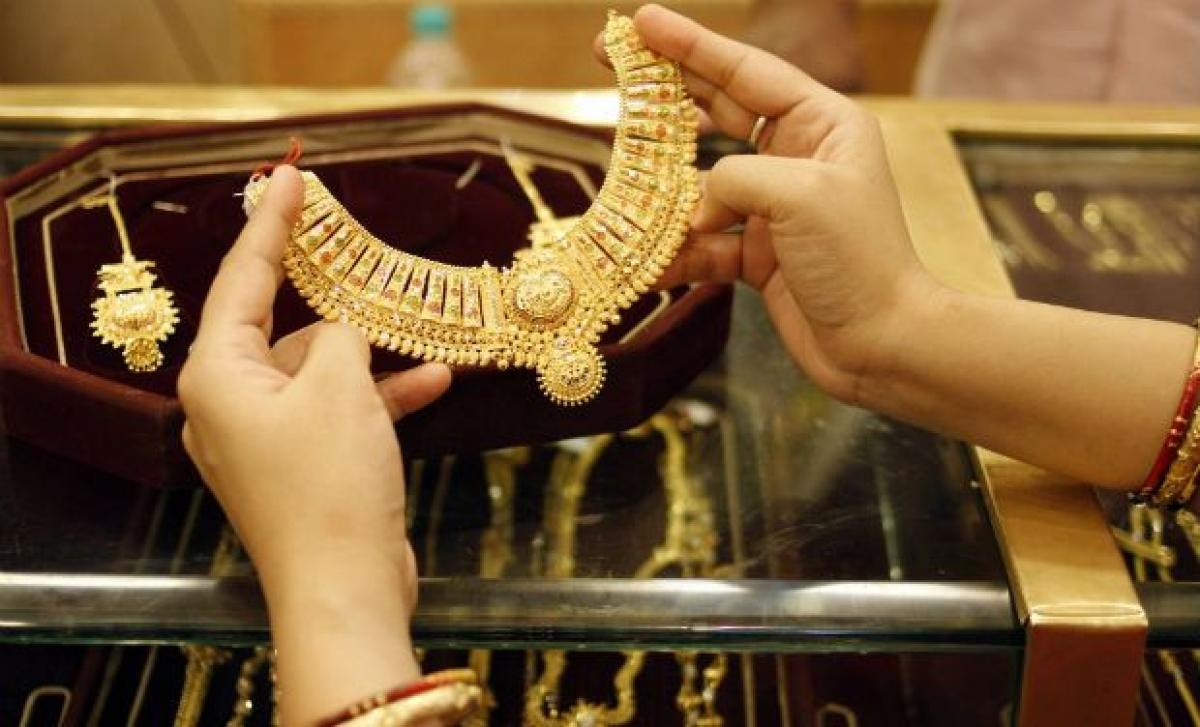 Gold, silver recover on jewellers buying, global cues