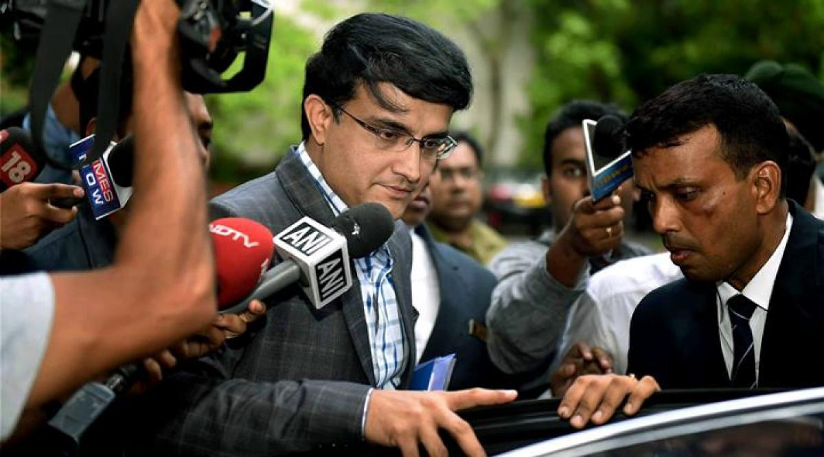 Shastri living in Fools world,says angry Sourav Ganguly