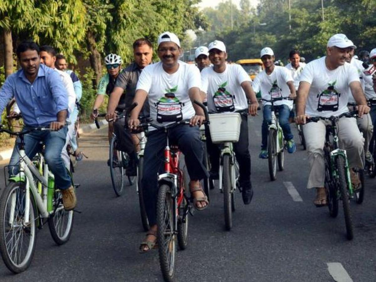 Kejriwal leads cycle rally on Car Free Day
