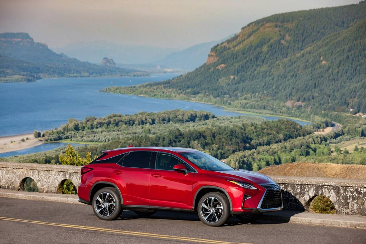 Toyota eyes sizable market share in Indian luxury car segment with Lexus