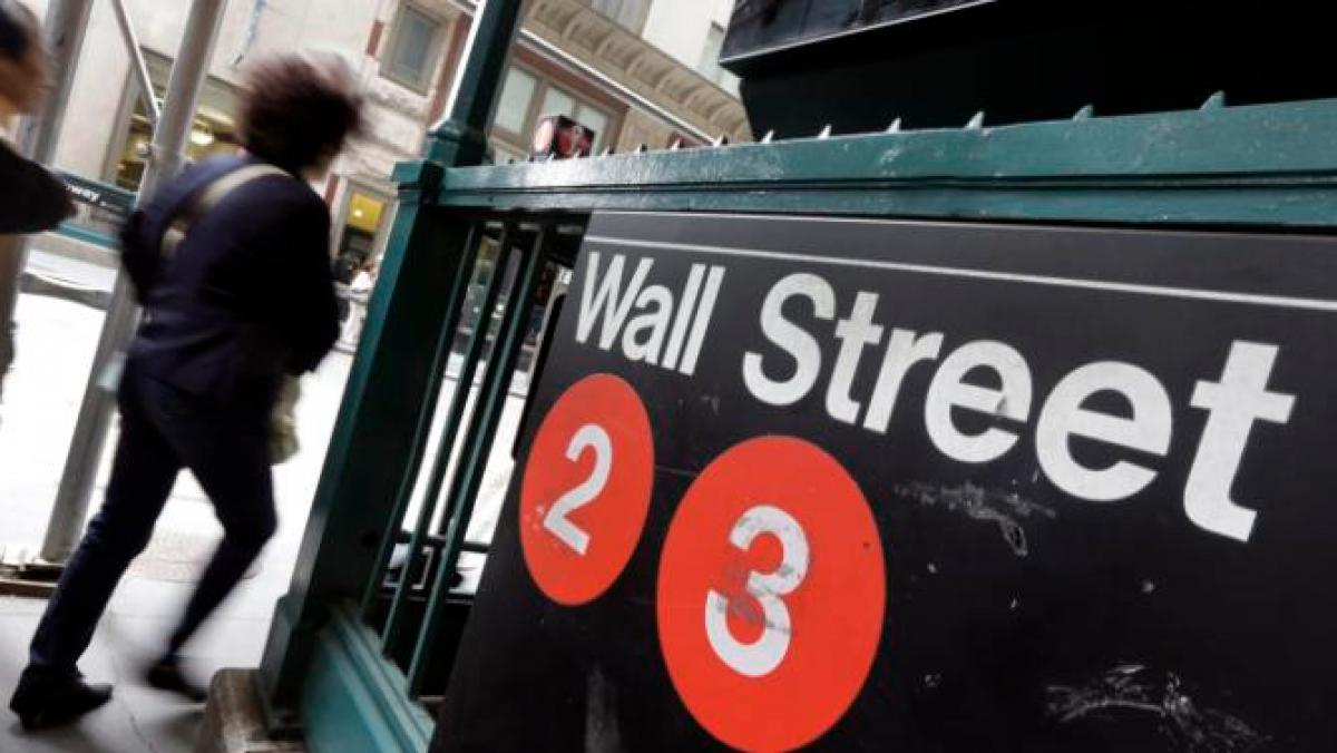 Oil prices climb as US stocks stabilize