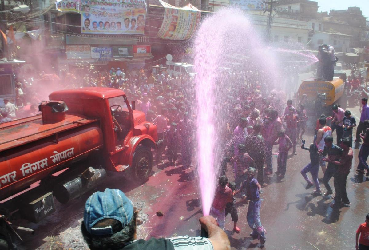Water tankers for Holi draw flak from public