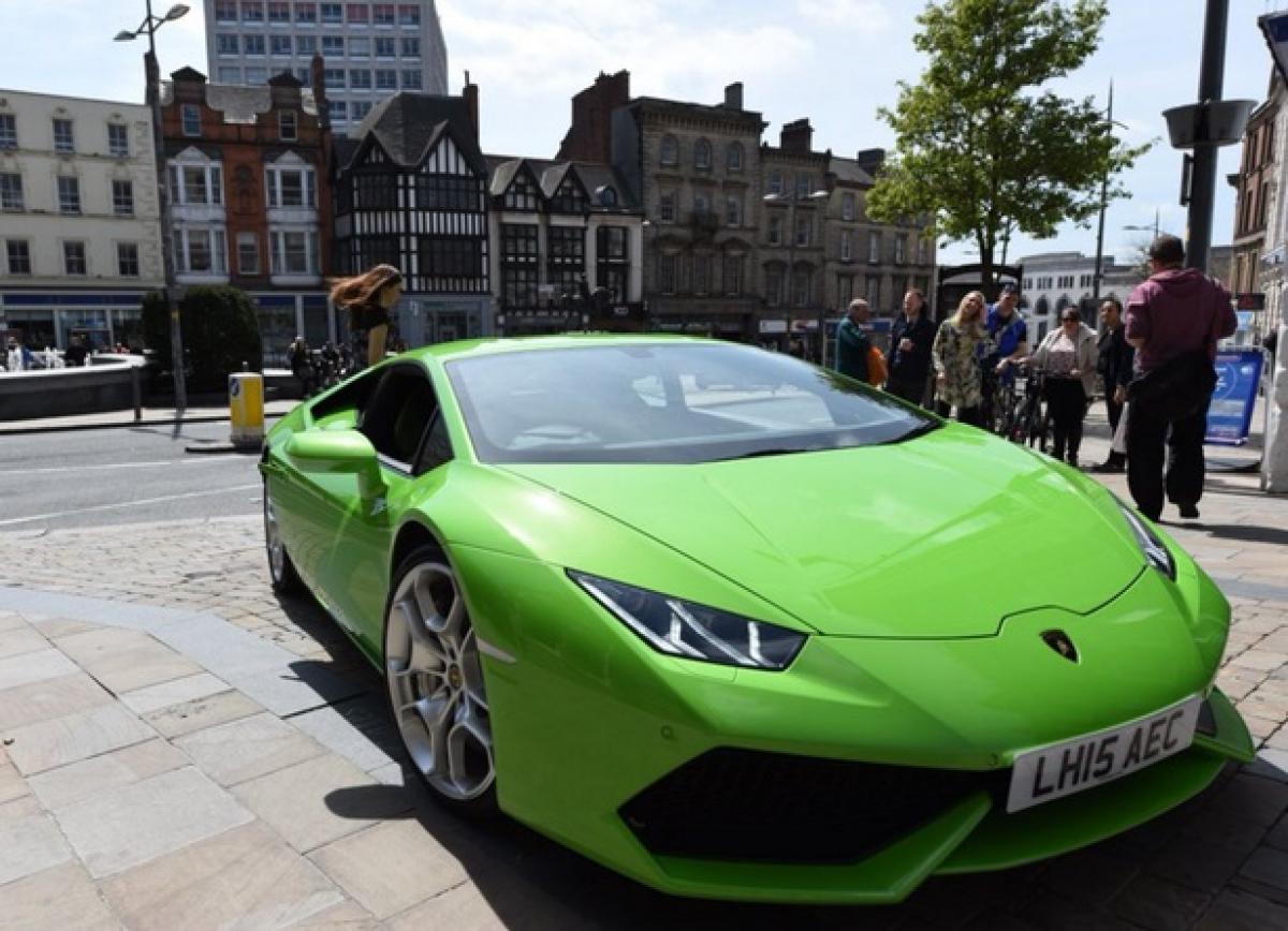Check out: UKs first private hire supercar Lamborghini Huracan