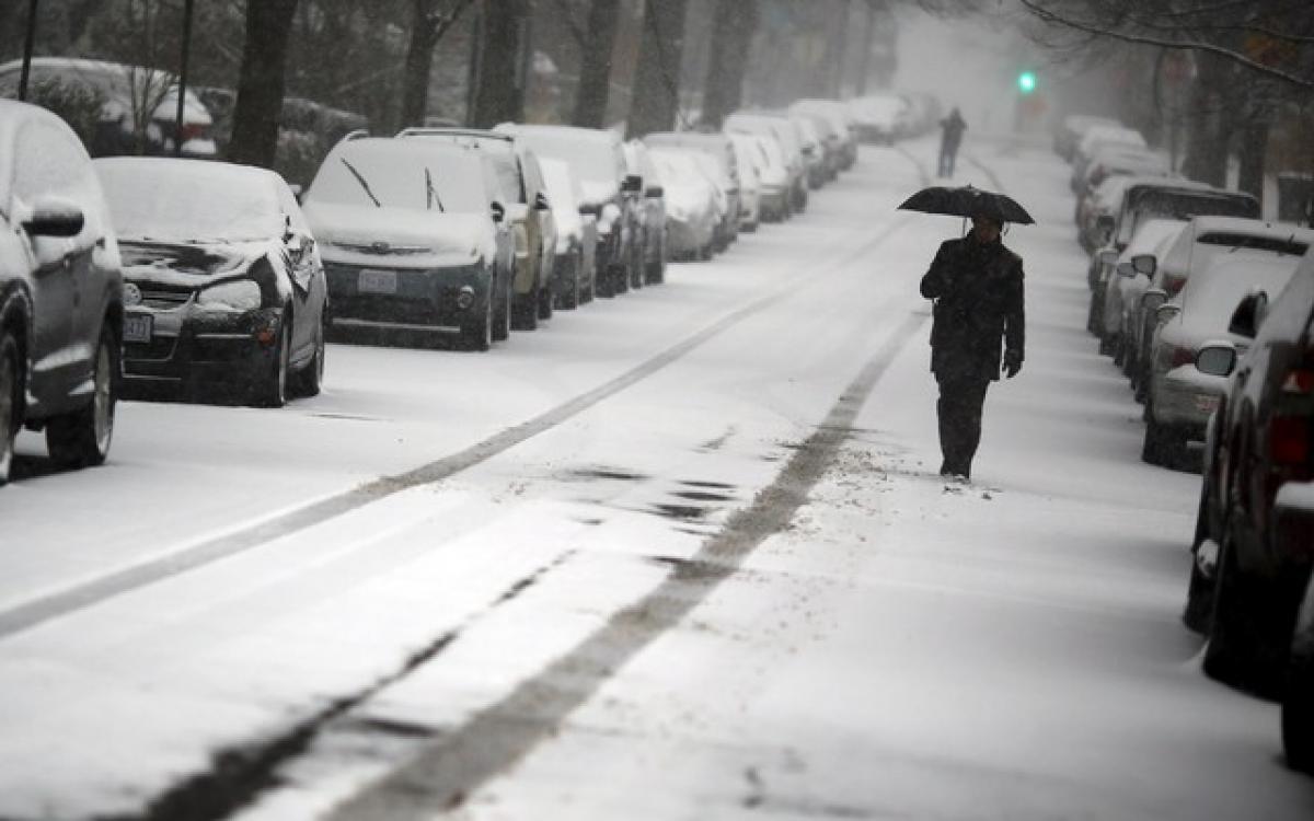 Winter storm threatens to bury parts of US Middle Atlantic region under snow