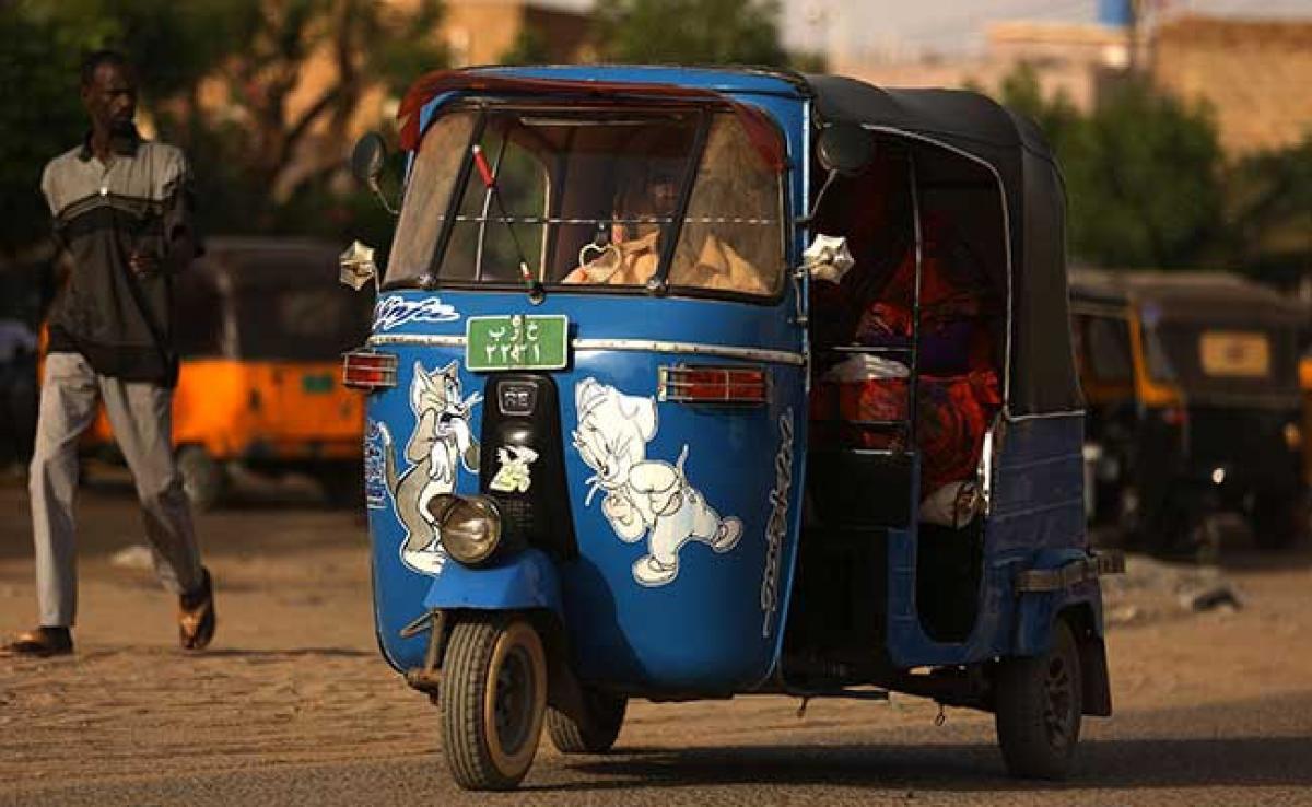 Sudans Hot-Rod Rickshaw Men Splash Cash to Win Fares