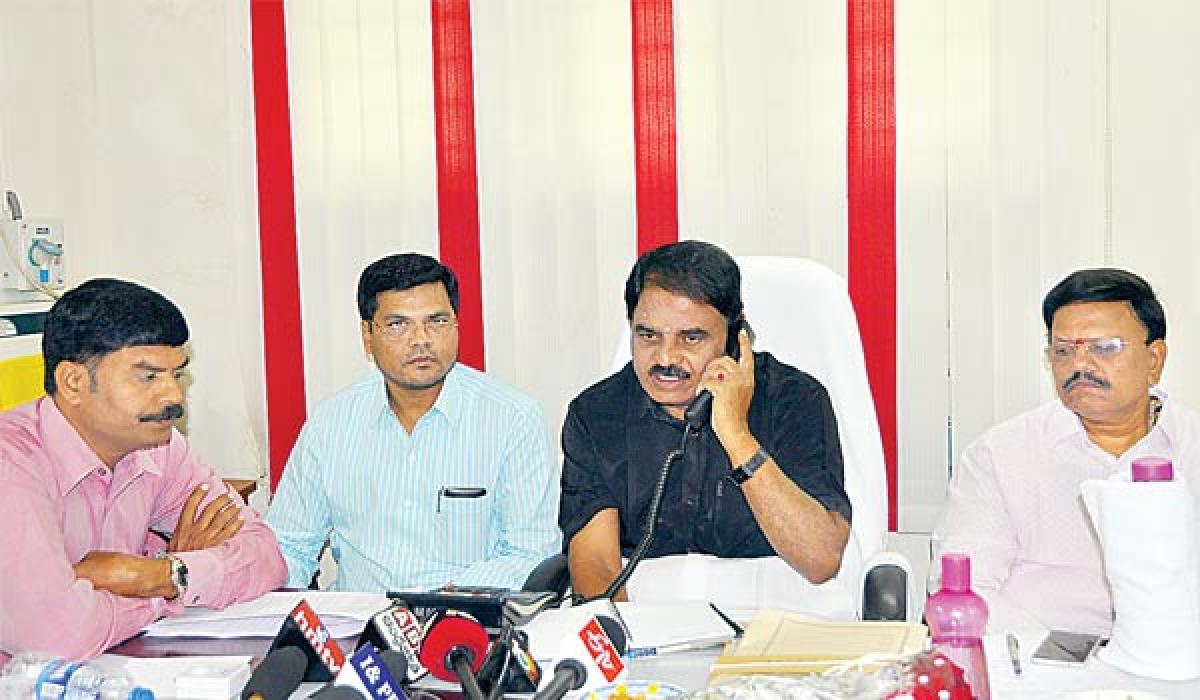Palle Raghunatha Reddy resolves people's problems