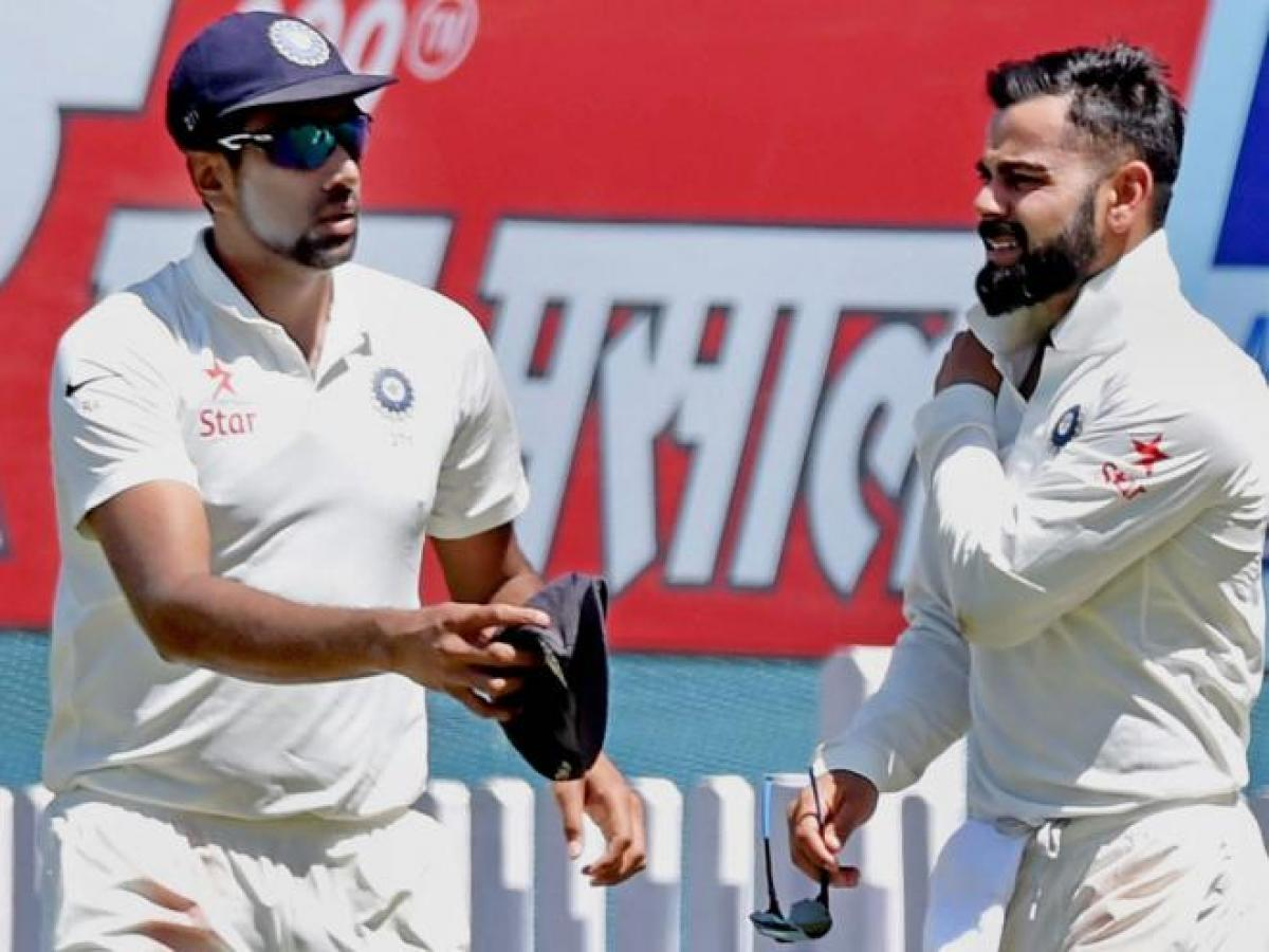 India suffers major blow as Virat Kohli walked off the field after shoulder injury