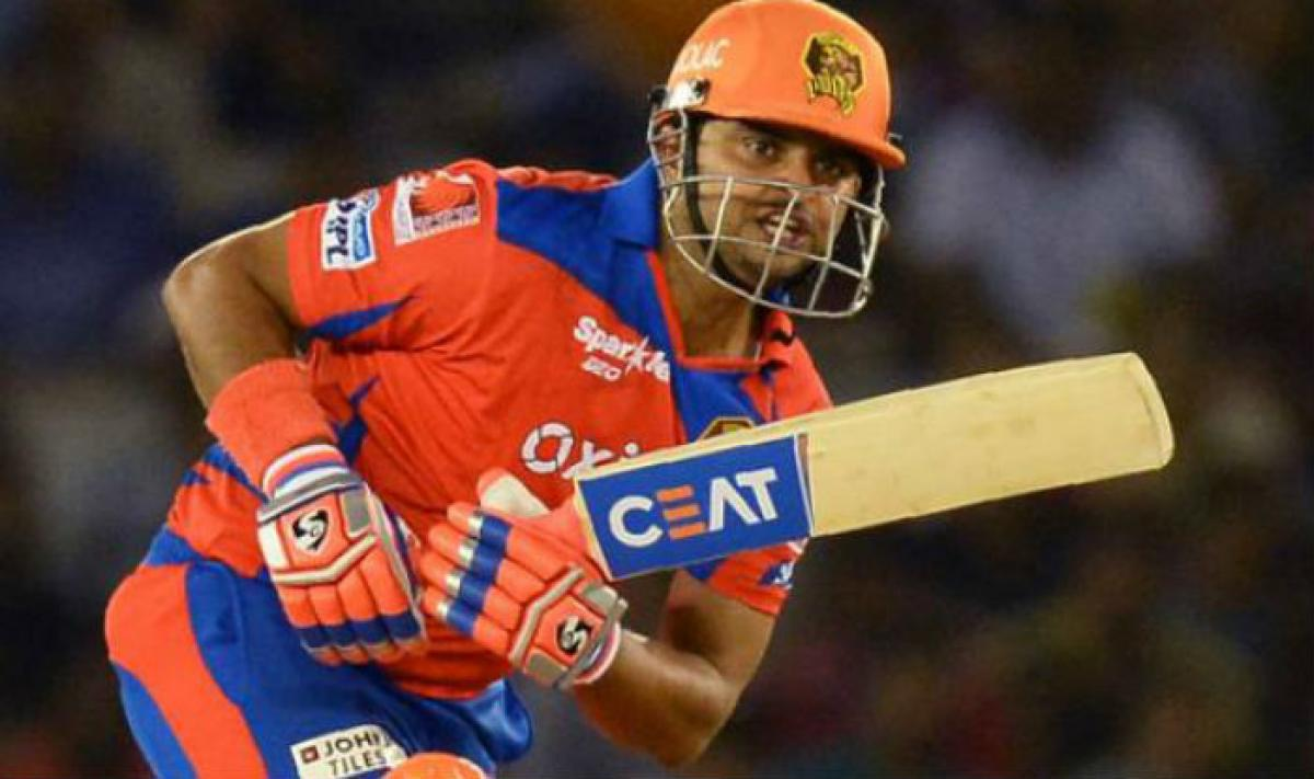 Hyderabad restrict Gujarat to 135/7 IPL-10