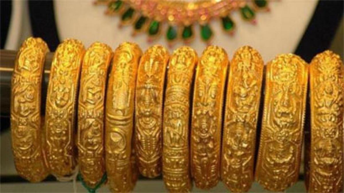 Gold eyes best week in four years as market turmoil boosts haven appeal