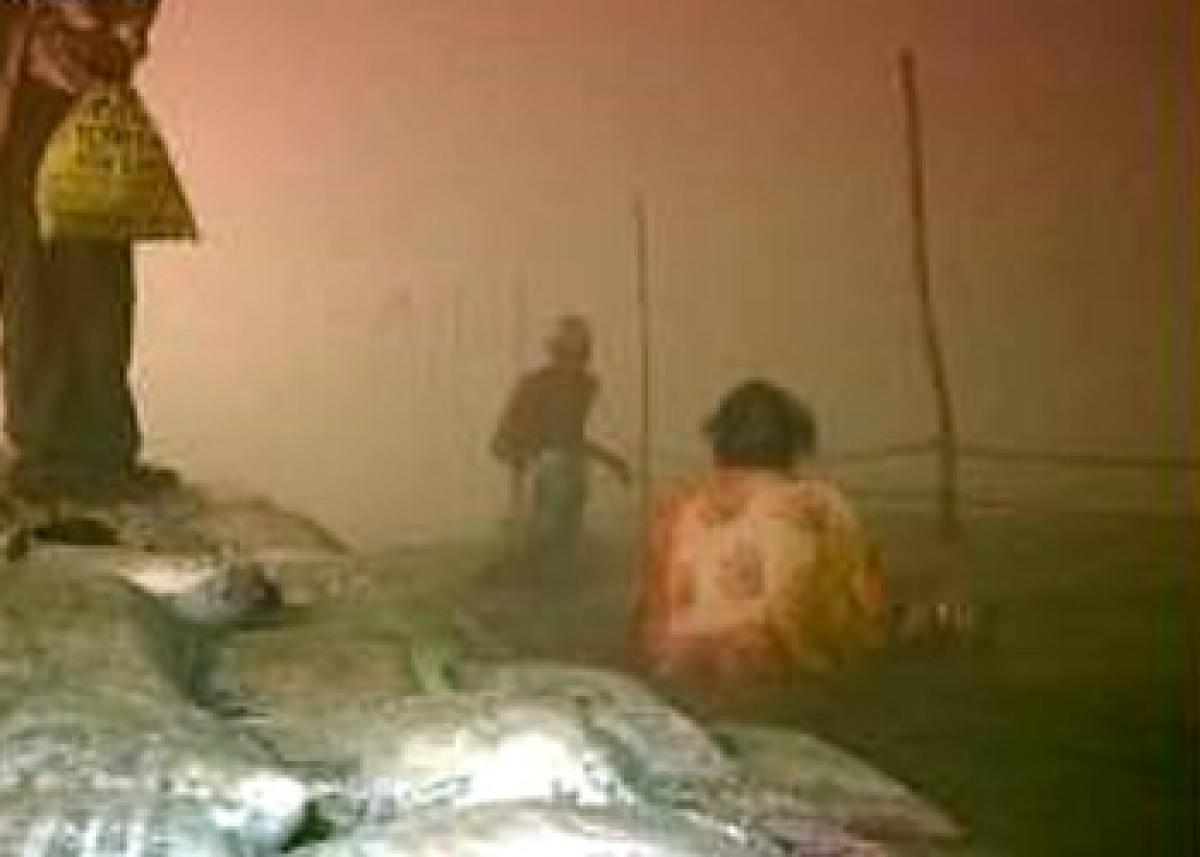 Devotees take holy dip in Ganges to mark last full moon of winter