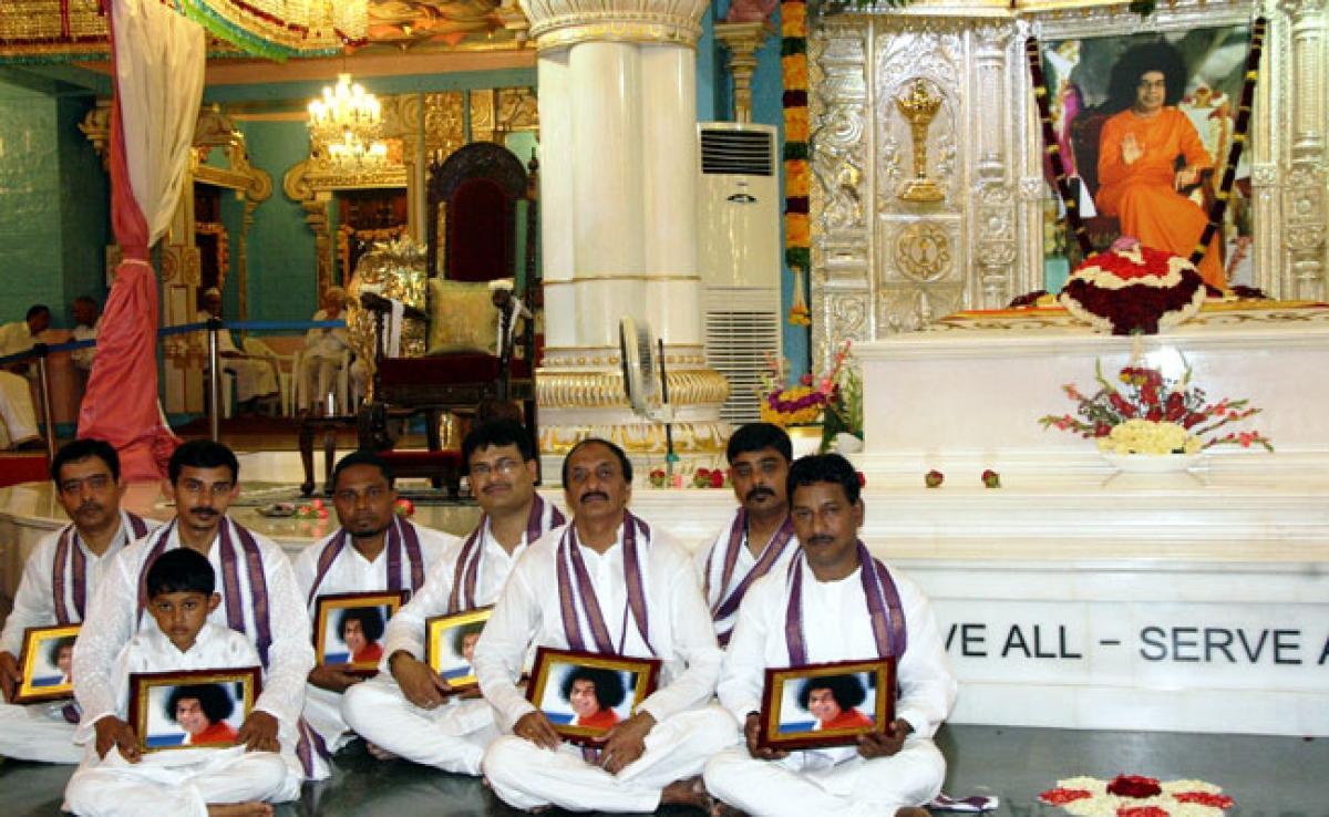 Festival of Colors, HOLI, at Prasanthi NilayamDay 1