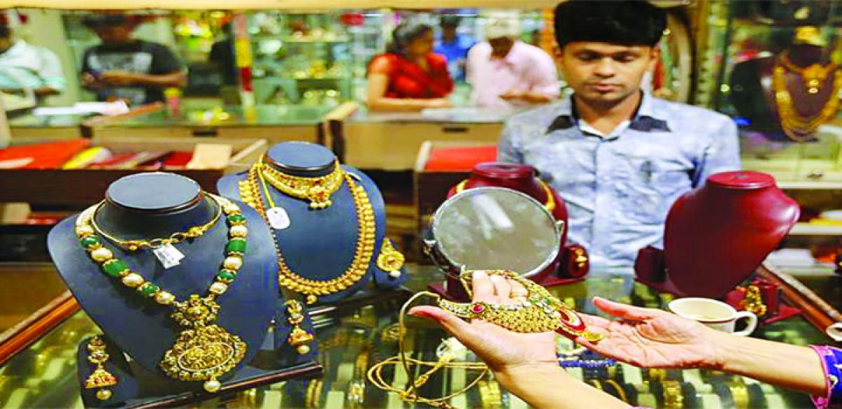 Gold heads towards seven month high