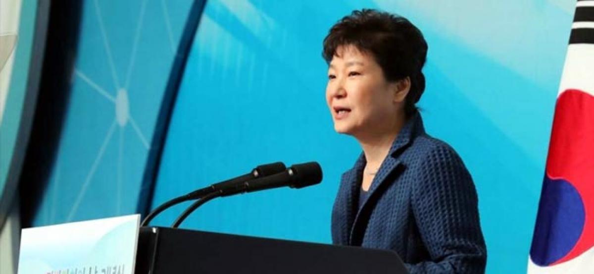 S.Korean prosecutors raid Park Geun-hyes chief of staffs home