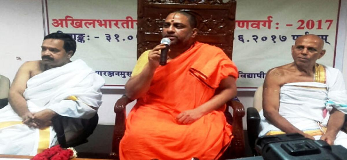 Subudendra pats  Rashtriya Sanskrit Vidyapeetha  for reviving interest in shastras