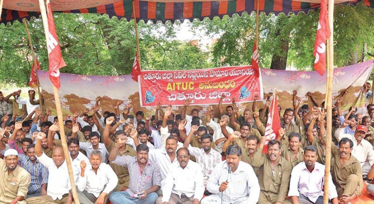 Hamalis seek health cards timely payment of wages