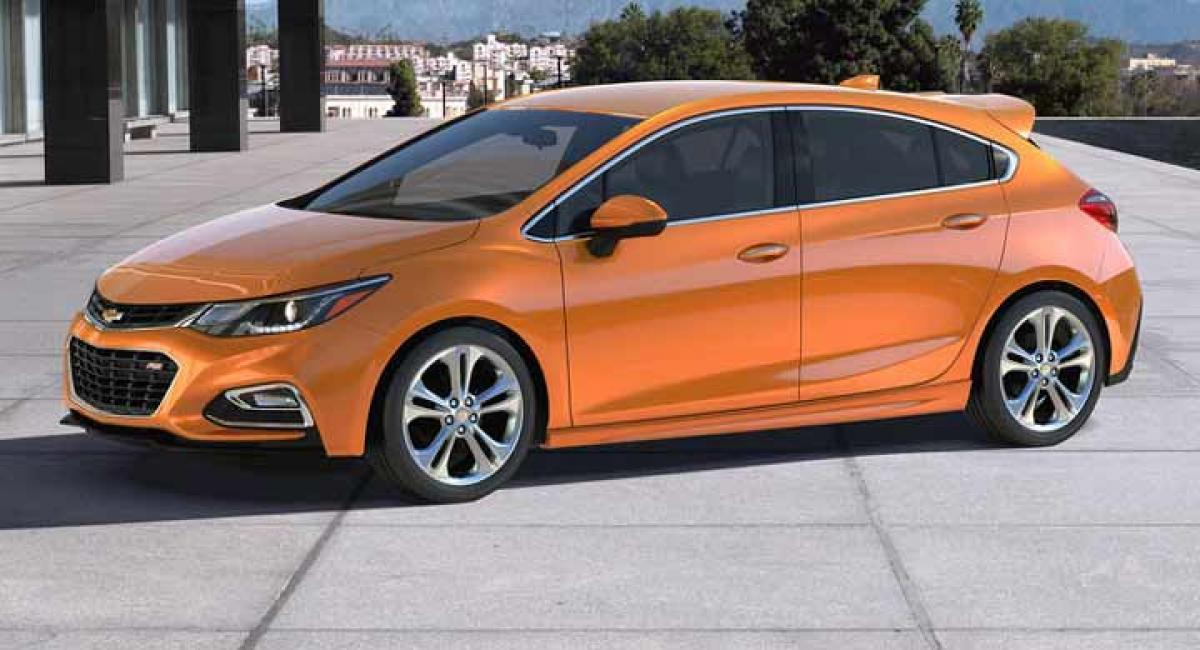 2017 Chevy Cruze hatch revealed ahead of Detroit debut