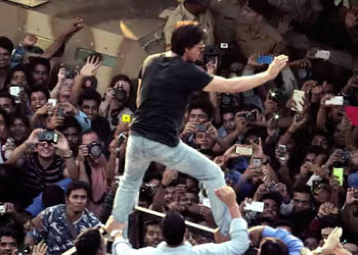 Real life fan moments added in SRK