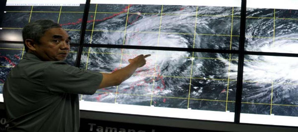 Typhoon Koppu Smashes Into Northern Philippines