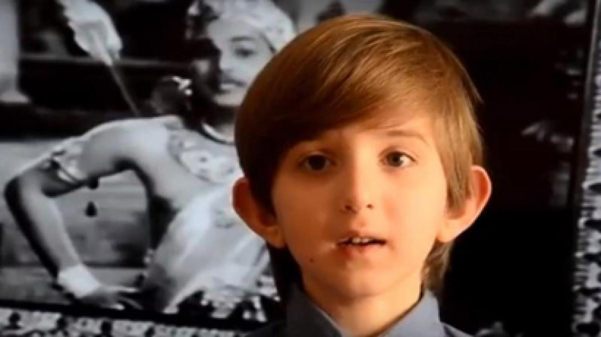 Video: American boy sings NTR