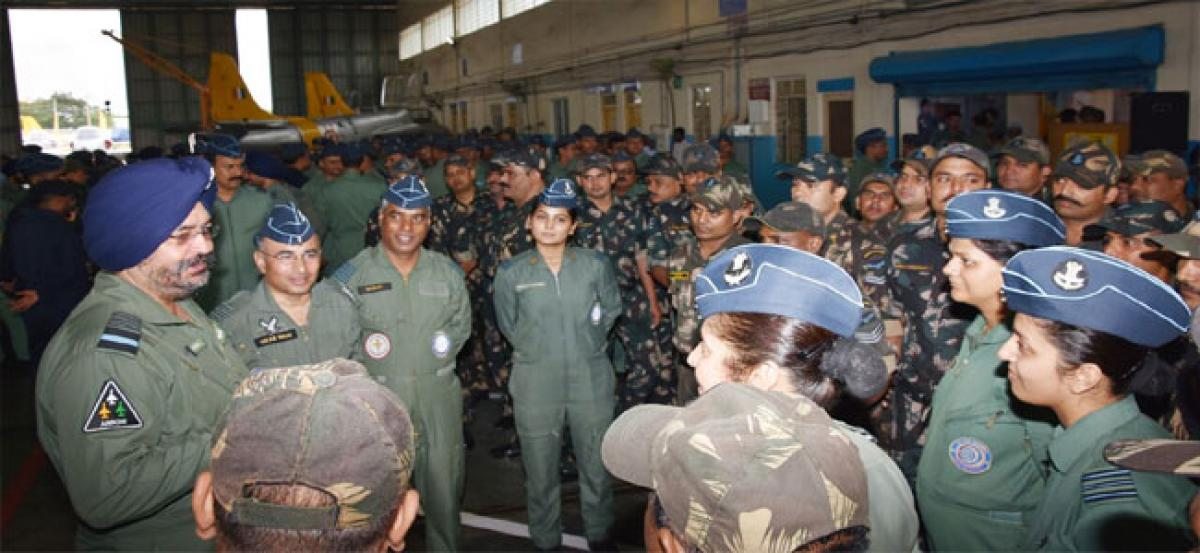 Air staff chief visits Air Force Station Hakimpet