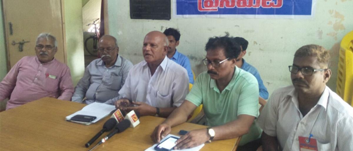 Rationalists flay BJP for 'misleading' devotees in vijayawada
