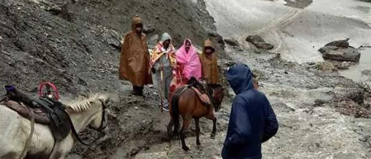 Amarnath Yatra resumes after brief halt due to rains