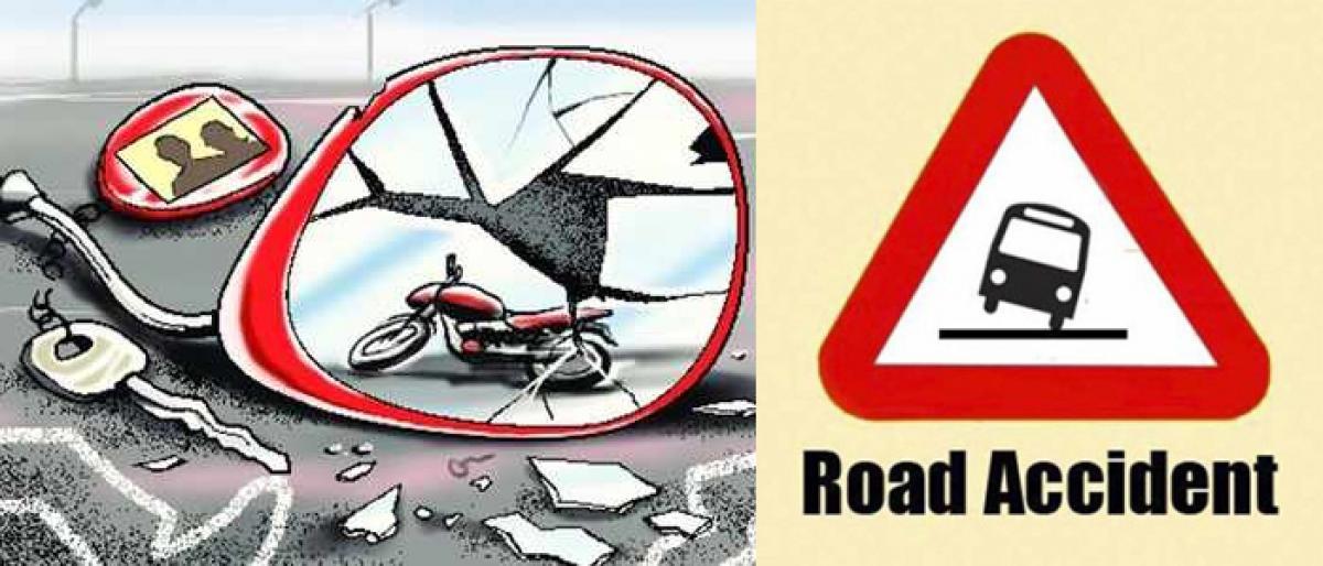 3 injured as lorry hits bikes in Rajahmundry