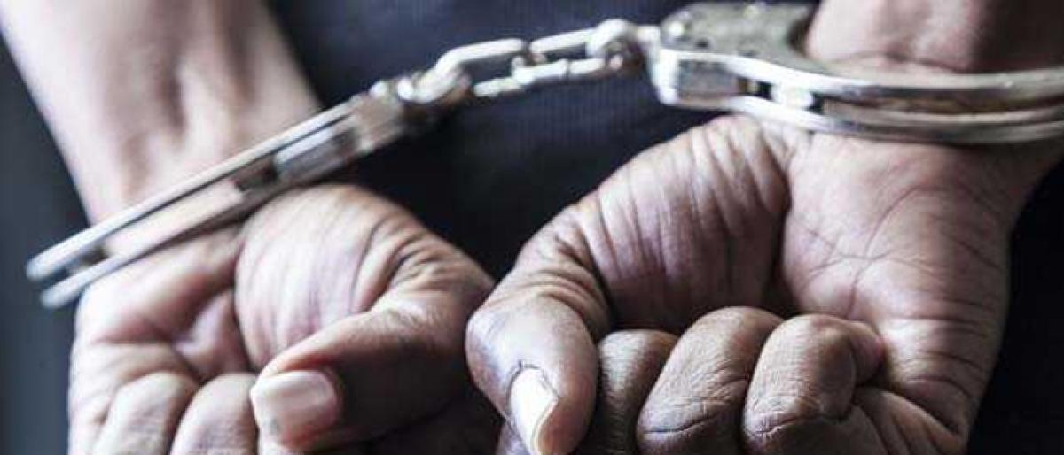 Two peddlers nabbed with 8 kg heroin in delhi
