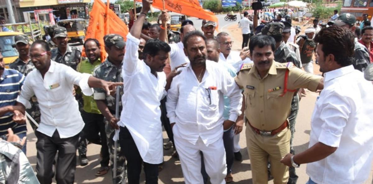 BJP, VHP leaders demand revocation of ban on seer