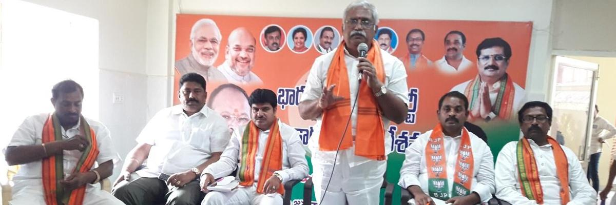 Expose TDP on Central schemes, BJP cadres told