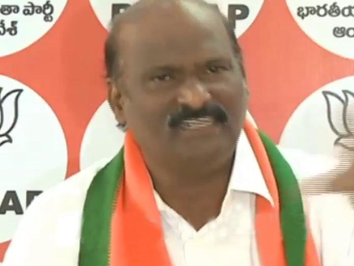 TDP cornering Central funds, alleges BJP spokeman Desam Umamaheswara Raju