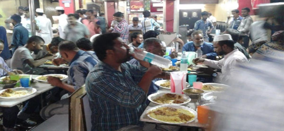 Hoteliers sell pre-dawn meals at a discount for fasting Muslims