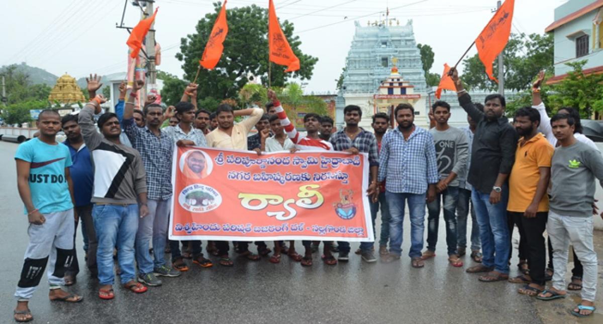 Hindu outfits decry action against Swamy Paripoornananda in Nalgonda