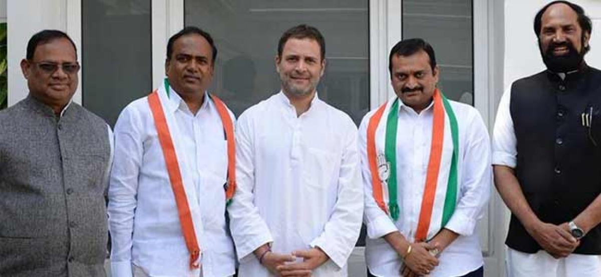 Bandla Ganesh makes political debut; joins Congress party