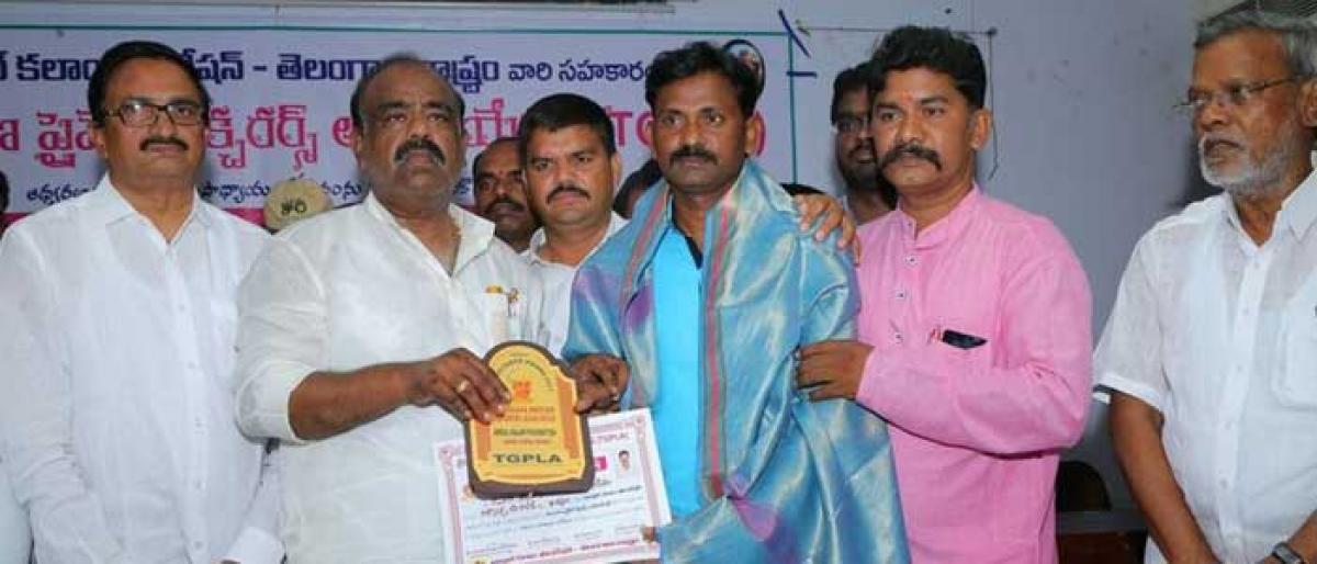 Resonance lecturer bags best lecturer award